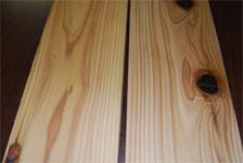 表層圧縮処理による表面強化杉材